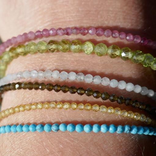 Bracelets fin en pierres semi-précieuses